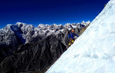 Ama Dablam: Elias & Team Descend and Return to Khumjung
