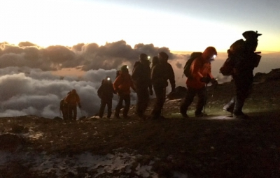 Kilimanjaro: Grom & Team Summit!