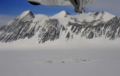 Vinson Massif: Hahn & Team Arrive Back to Union Glacier