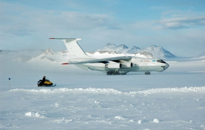 Vinson Massif: Teams Fly To & From Union Glacier